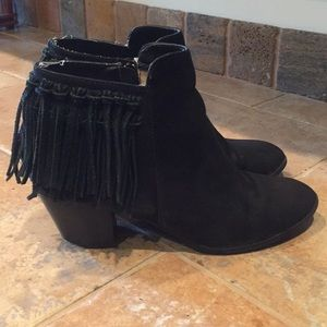 Express Suede Fringe Black Booties Boots 8 $59!
